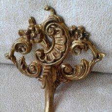 Antigüedades: ANTIGUO COLGADOR DE BRONCE - SUJETA CORTINAS - ALZAPAÑOS. Lote 120121883
