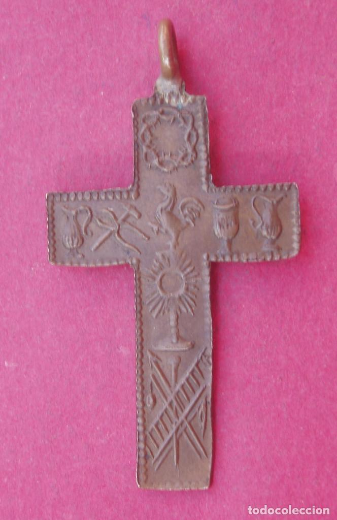 PRECIOSA CRUZ MEDALLA CRUCIFIJO SIGLO XIX. SÍMBOLOS DE LA PASIÓN. (Antigüedades - Religiosas - Crucifijos Antiguos)