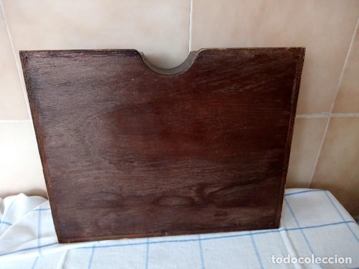 Antigüedades: antiguo especiero de madera maciza con divisones y puertas de plastico - Foto 6 - 120178311