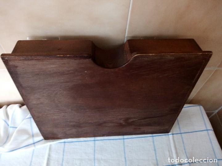 Antigüedades: antiguo especiero de madera maciza con divisones y puertas de plastico - Foto 7 - 120178311