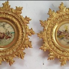 Antigüedades: PAREJA DE MARCOS SOLES BRONCE IMAGEN ESCENAS ROMANTICAS O RELIGIOSAS METAL VER FOTOS. Lote 120189095