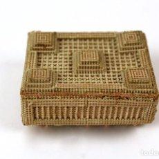 Antigüedades: GUARDACERILLAS EN CARTON TROQUELADO Y BORDADO.PRINCIPIOS DE SIGLO XX. Lote 120202663