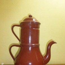 Antigüedades: ANTIGUA CAFETERA ESMALTADA. AÑOS 30-40, DE DOS CUERPOS. PEUGEOT. EXCELENTE ESTADO. Lote 120209223