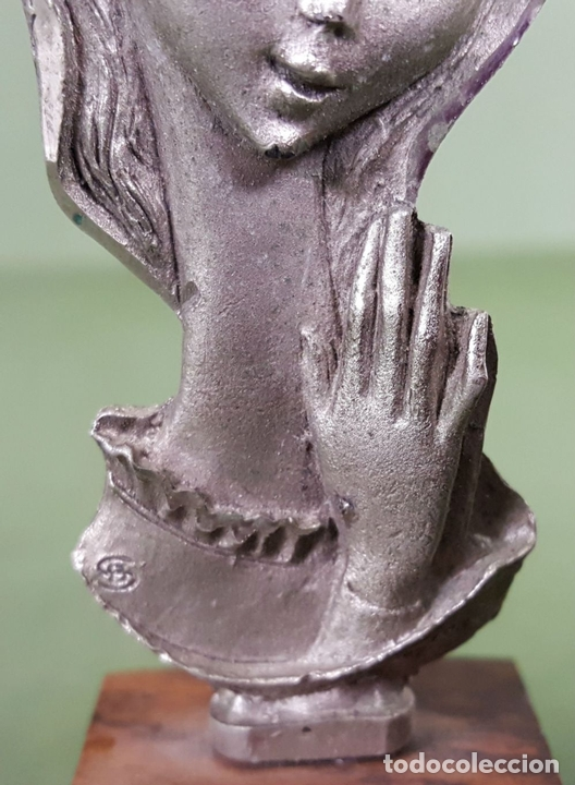 Antigüedades: ESCULTURA DE PELTRE. CINCELADA A MANO. BASE DE MADERA. ITALIA. CIRCA 1960. - Foto 4 - 120215451