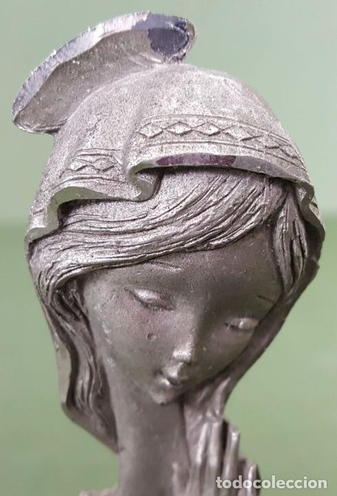 Antigüedades: ESCULTURA DE PELTRE. CINCELADA A MANO. BASE DE MADERA. ITALIA. CIRCA 1960. - Foto 6 - 120215451
