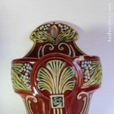 Antigüedades: ANTIGUA JARDINERA EN CERÁMICA DE MAYOLICA MODERNISTA. Lote 120227619