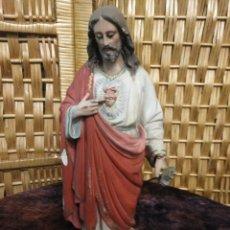 Antigüedades: FIGURAS ESCAYOLA RELIGIOSA SAGRADO CORAZÓN. Lote 120311223