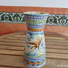 Antigüedades: JARRON FLORERO DECORACION CON MOTIVOS DE MONTERIA DE CERAMICA DE TRIANA. Lote 120330023