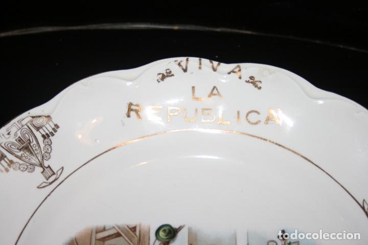 Antigüedades: Plato Viva la República,sello porcelana opaca Sevilla. 24 cms. diámetro. muy bien conservado. - Foto 5 - 120368847