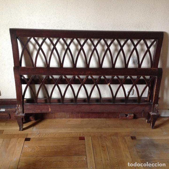 Antigüedades: Cama de matrimonio madera color caoba. Buen estado. Somier de Lamas de madera. LA CAMA ESTÁ EN ILLE - Foto 3 - 102747219