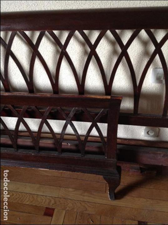 Antigüedades: Cama de matrimonio madera color caoba. Buen estado. Somier de Lamas de madera. LA CAMA ESTÁ EN ILLE - Foto 4 - 102747219