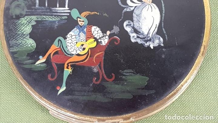 Antigüedades: POLVERA DE METAL LACADO Y PINTADO A MANO. ESCENA GALANTE. SIGLO XIX-XX - Foto 6 - 120405867