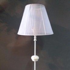 Antigüedades: LAMPARA DE BRONCE ANTIGUA RESTAURADA ESTILO VINTAGE ( PANTALLA NUEVA ). Lote 120419587
