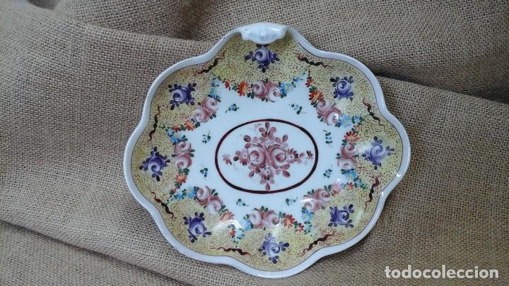 BANDEJA -DESPOJADOR DE LIMOGES , AÑOS 50 PINTADA A MANO (Antigüedades - Porcelana y Cerámica - Francesa - Limoges)