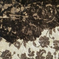 Antigüedades: ANTIGUA MANTILLA DE ENCAJE NEGRO. Lote 139188184