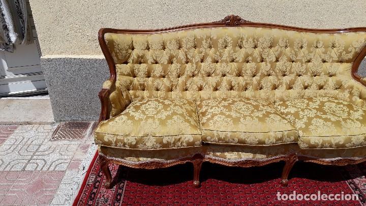 Antigüedades: Sofá antiguo estilo isabelino. Sofá antiguo capitoné tapizado amarillo. Sofá estilo Luis XV. - Foto 5 - 120522907