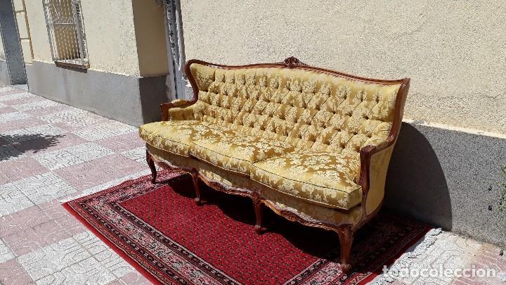 Antigüedades: Sofá antiguo estilo isabelino. Sofá antiguo capitoné tapizado amarillo. Sofá estilo Luis XV. - Foto 10 - 120522907