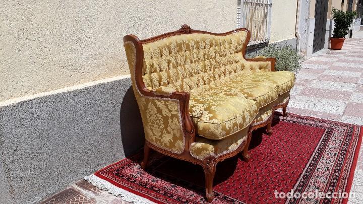 Antigüedades: Sofá antiguo estilo isabelino. Sofá antiguo capitoné tapizado amarillo. Sofá estilo Luis XV. - Foto 12 - 120522907