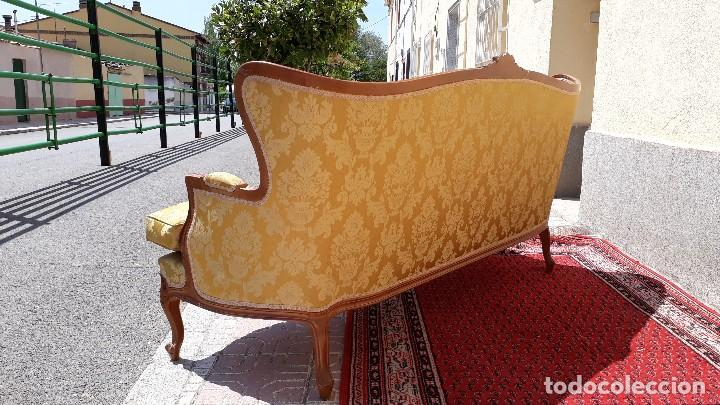 Antigüedades: Sofá antiguo estilo isabelino. Sofá antiguo capitoné tapizado amarillo. Sofá estilo Luis XV. - Foto 16 - 120522907
