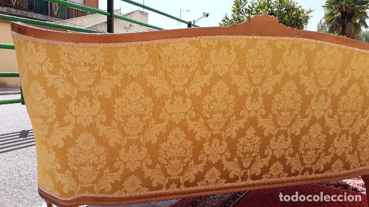 Antigüedades: Sofá antiguo estilo isabelino. Sofá antiguo capitoné tapizado amarillo. Sofá estilo Luis XV. - Foto 17 - 120522907