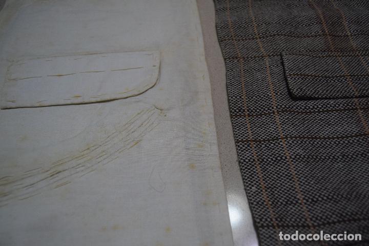 Antigüedades: dos muestrarios de bolsillos y bordados - Foto 4 - 120578727