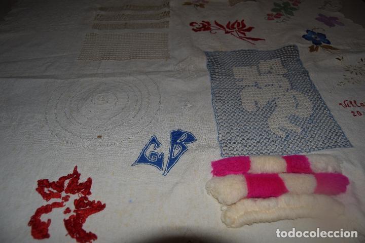 Antigüedades: lote de seis dechados o muestrario de bordados y vainicas - Foto 2 - 120579087