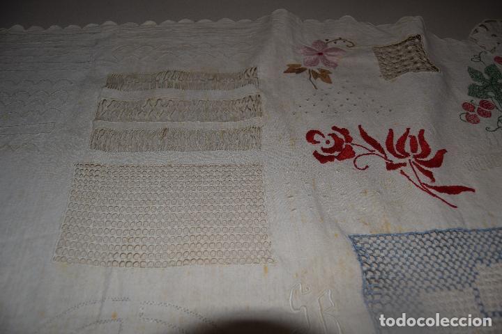 Antigüedades: lote de seis dechados o muestrario de bordados y vainicas - Foto 3 - 120579087