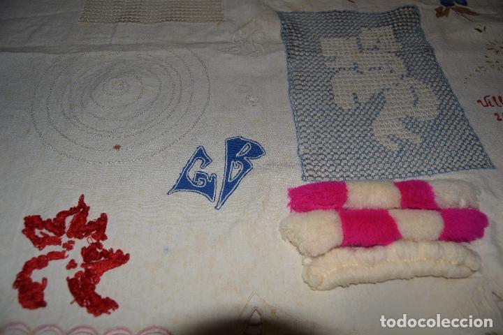 Antigüedades: lote de seis dechados o muestrario de bordados y vainicas - Foto 4 - 120579087