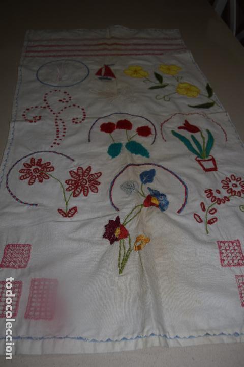 Antigüedades: lote de seis dechados o muestrario de bordados y vainicas - Foto 8 - 120579087