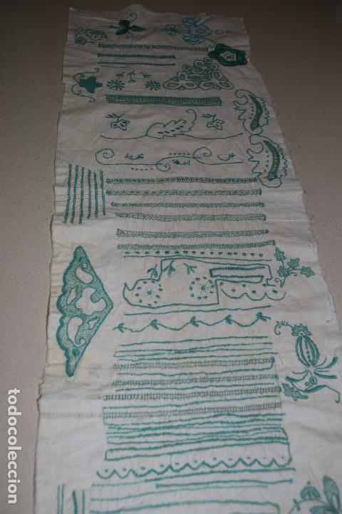 Antigüedades: lote de seis dechados o muestrario de bordados y vainicas - Foto 10 - 120579087