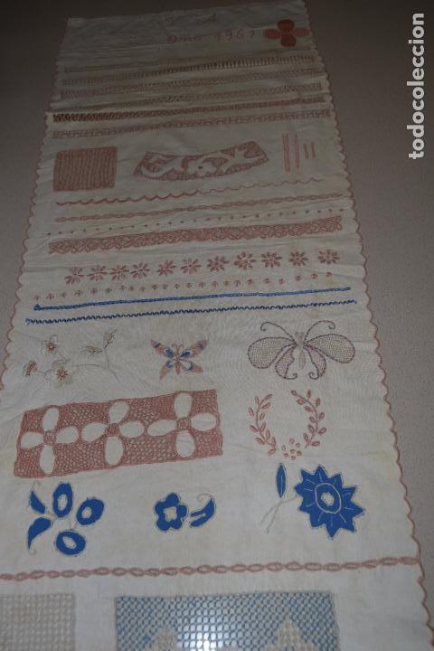 Antigüedades: lote de seis dechados o muestrario de bordados y vainicas - Foto 17 - 120579087