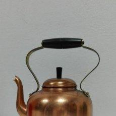 Antigüedades: ANTIGUA TETERA AÑOS 70 EN COBRE Y MADERA. Lote 120586199