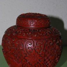 Antigüedades: PRECIOSO TIBOR CHINO - LACA TALLADA - CHOSITSU - AZUL CLOISONNÉ - DINASTÍA QING - JARRÓN - PP. S.XX. Lote 120609623