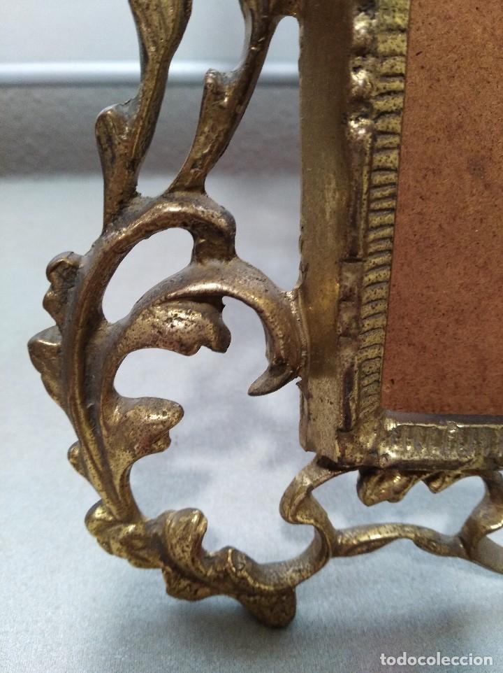 Antigüedades: Antiguo marco portafotos en bronce de gran tamaño. - Foto 2 - 120632795