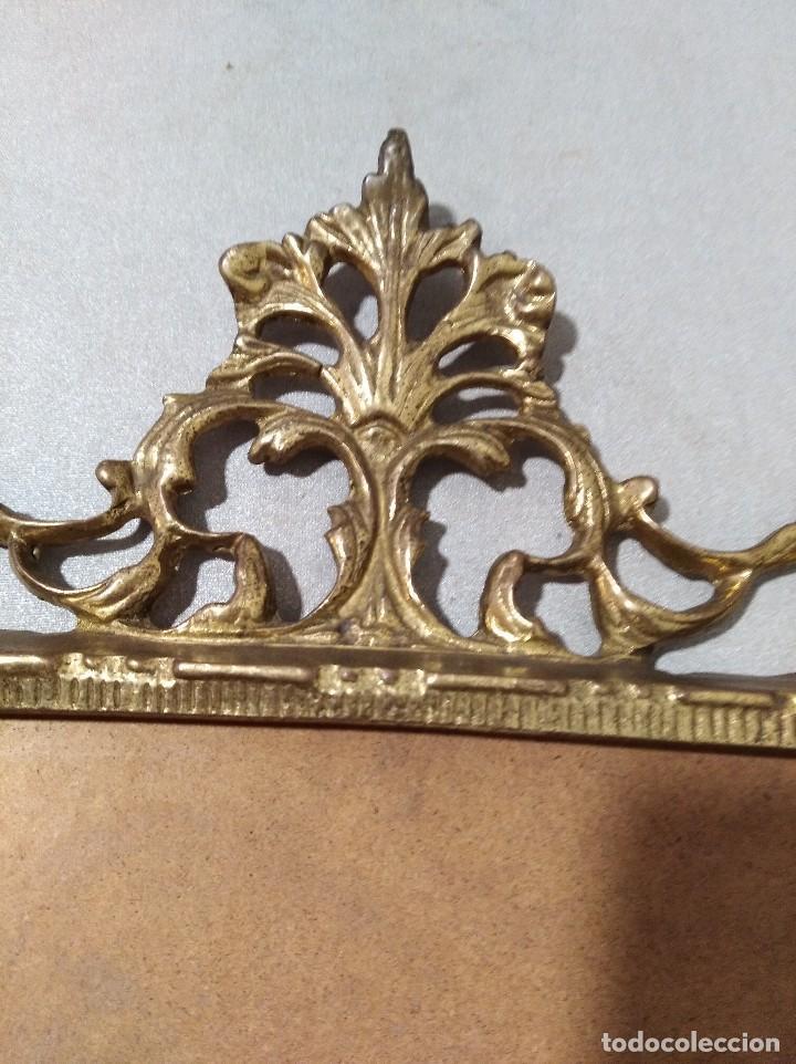 Antigüedades: Antiguo marco portafotos en bronce de gran tamaño. - Foto 4 - 120632795