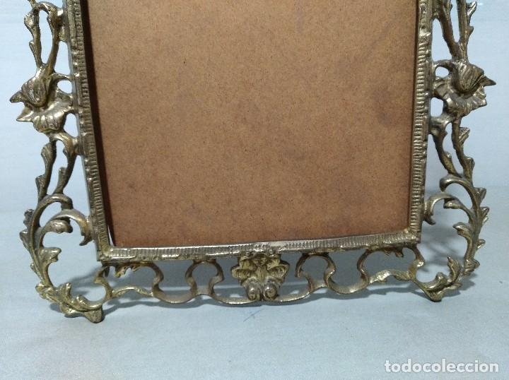 Antigüedades: Antiguo marco portafotos en bronce de gran tamaño. - Foto 5 - 120632795