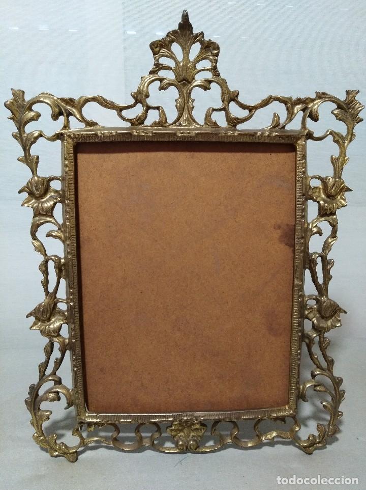 Antigüedades: Antiguo marco portafotos en bronce de gran tamaño. - Foto 6 - 120632795