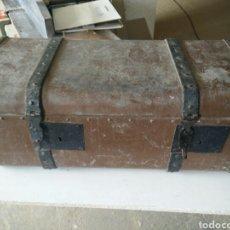 Antigüedades: MALETA DE CARRUAJE EN FORJA. Lote 120644839