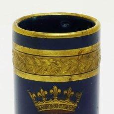 Antigüedades: S.XIX / S.XX - VASO DE PORCELANA DE TOURS, JAGET ET PINON CON BLASÓN DE LUIS XII. Lote 120670467