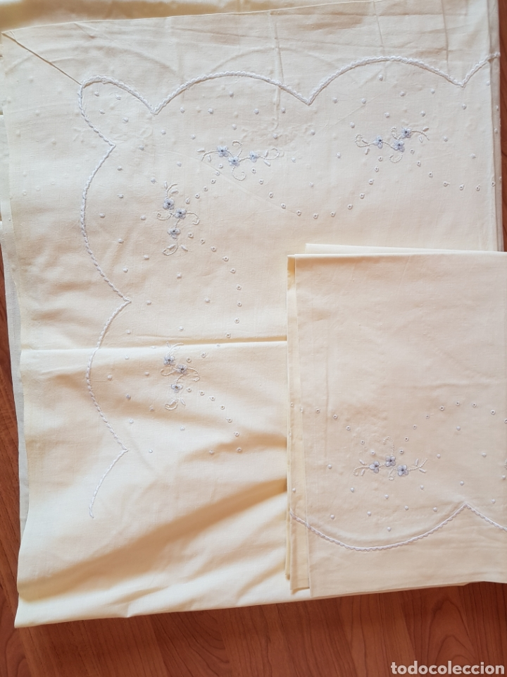 Antigüedades: Antigua sabana bordada a mano y almohada 250x 185 y 130x44 - Foto 3 - 120830295