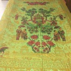 Antigüedades - Preciosa colcha de seda adamascada, motivos orientales. - 120839555