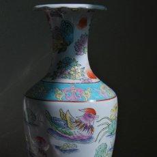 Antigüedades: ANTIGUO JARRÓN DE PORCELANA CHINA - FLOR DE LOTO - AVES - SELLADO. Lote 120848059