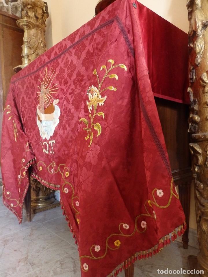 Antigüedades: Orden Franciscana. Frente de altar en seda, hilo de oro y pedrería. 216 x 64 cm. Hac 1900 - Foto 3 - 120857695