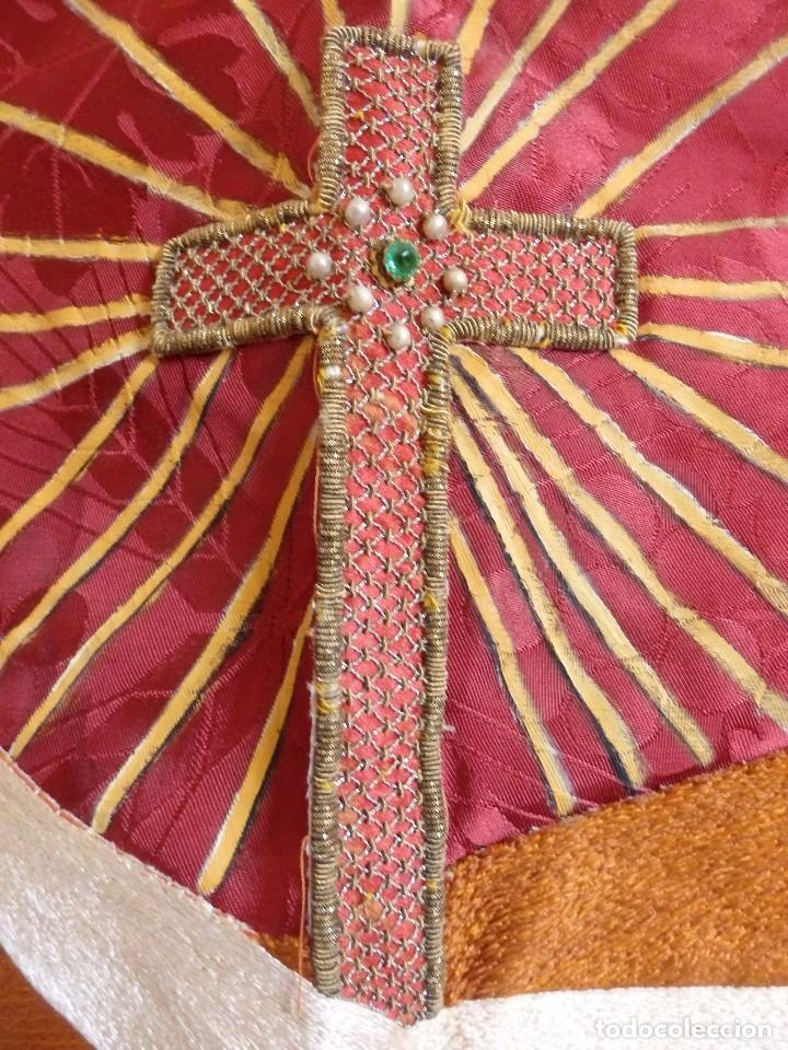 Antigüedades: Orden Franciscana. Frente de altar en seda, hilo de oro y pedrería. 216 x 64 cm. Hac 1900 - Foto 7 - 120857695