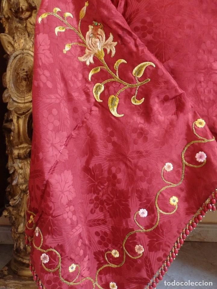 Antigüedades: Orden Franciscana. Frente de altar en seda, hilo de oro y pedrería. 216 x 64 cm. Hac 1900 - Foto 9 - 120857695