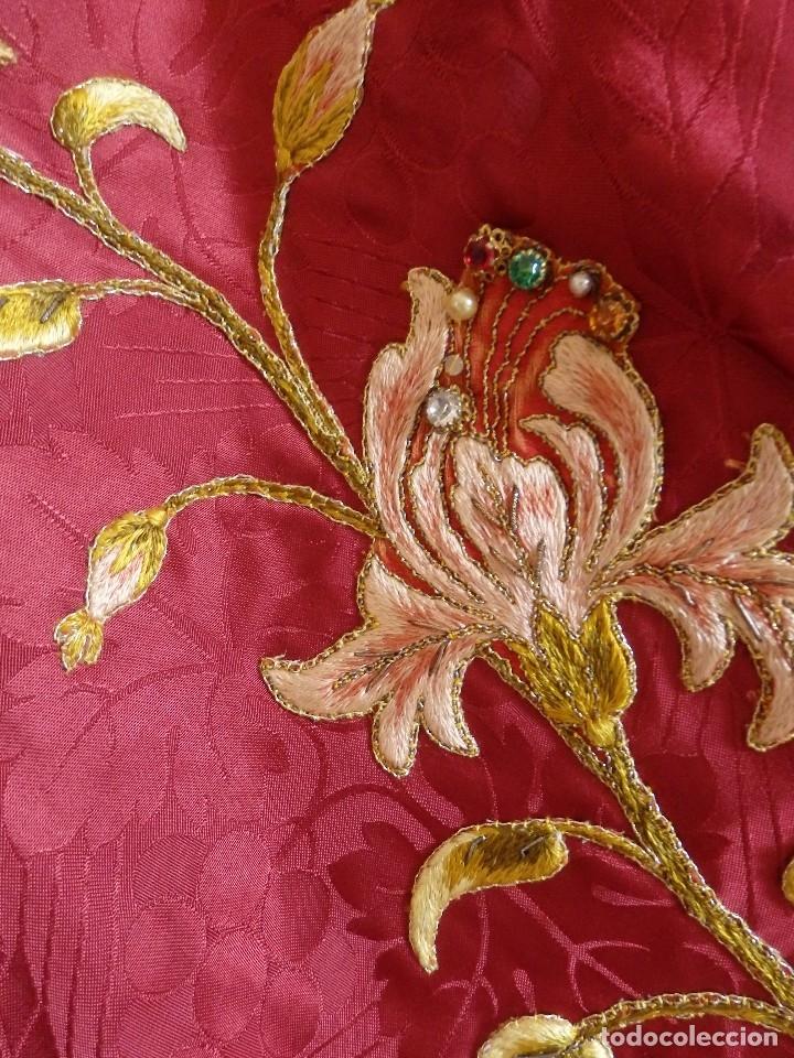 Antigüedades: Orden Franciscana. Frente de altar en seda, hilo de oro y pedrería. 216 x 64 cm. Hac 1900 - Foto 10 - 120857695