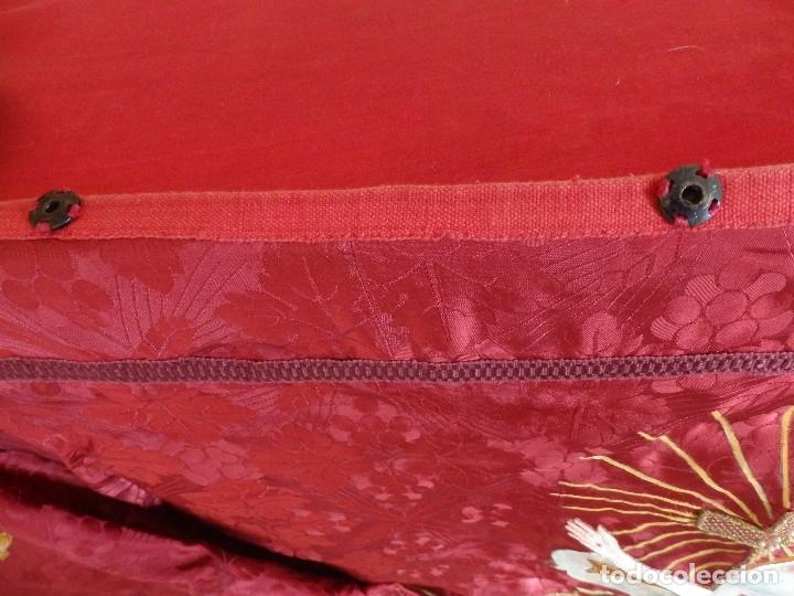 Antigüedades: Orden Franciscana. Frente de altar en seda, hilo de oro y pedrería. 216 x 64 cm. Hac 1900 - Foto 13 - 120857695