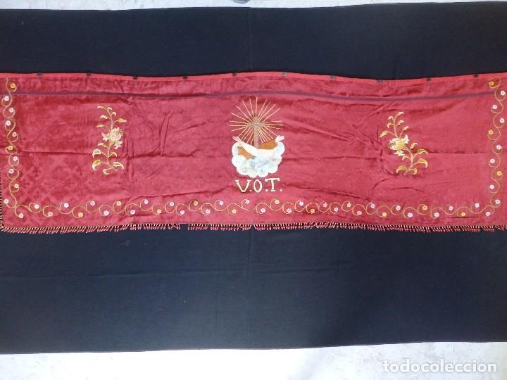 Antigüedades: Orden Franciscana. Frente de altar en seda, hilo de oro y pedrería. 216 x 64 cm. Hac 1900 - Foto 14 - 120857695