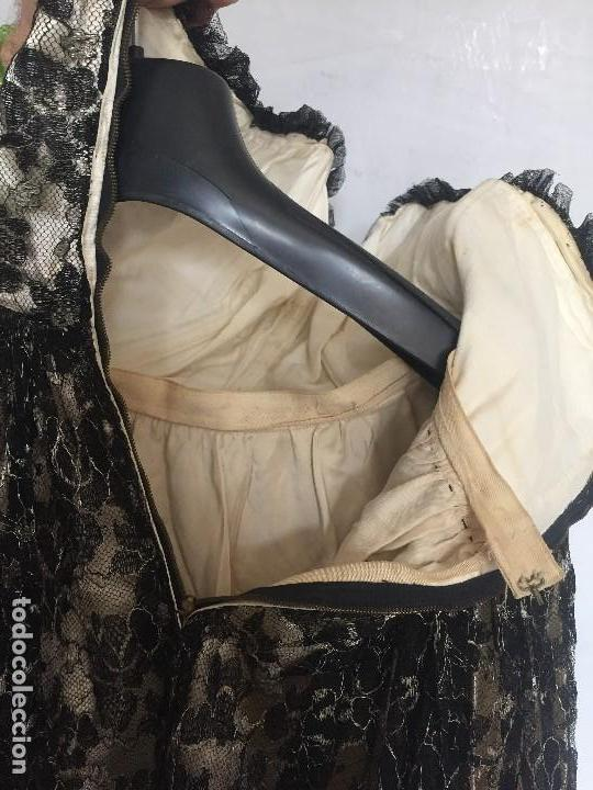 Antigüedades: vestido de fiesta tul negro fondo seda vainilla encaje escote palabra de honor años 40 50 - Foto 9 - 120878055