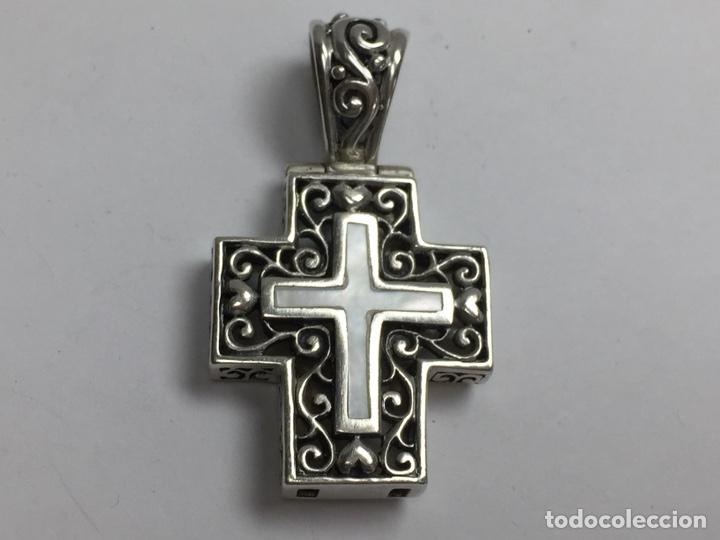 COLGANTE CRUZ EN PLATA Y NACAR (Antigüedades - Religiosas - Cruces Antiguas)